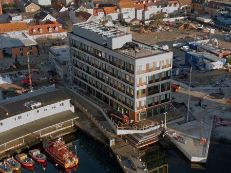 Første kontorhus i Kanalbyen tages i brug