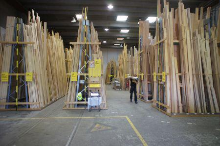 Utraditionel tømmerhandel blander sig med vækstkæmperne
