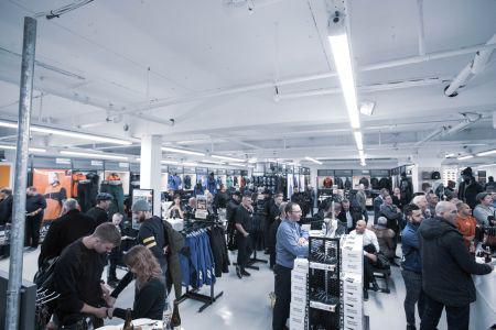 Slår egen rekord og åbner Nordeuropas største forretning for arbejdstøj