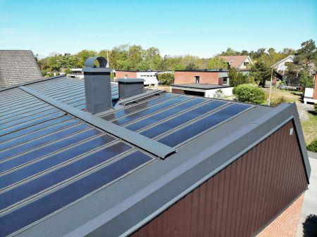 Ståltag med solceller opfylder arkitektens ønske