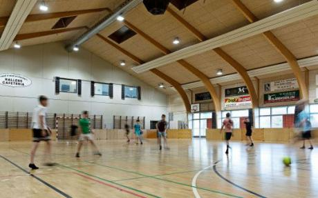 Oplagt at energiforbedre tomme klubhuse og haller