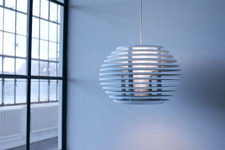 Lancerer multifunktionel lampe lavet af genbrugte plastflasker