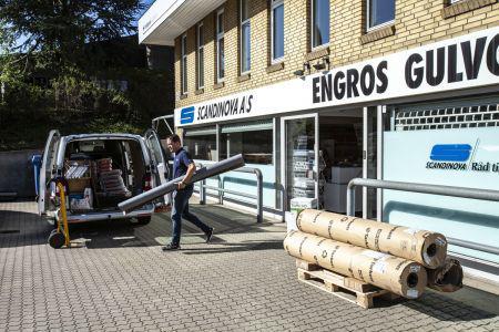 Gulvgrossist rykker til større lokaler i Aarhus