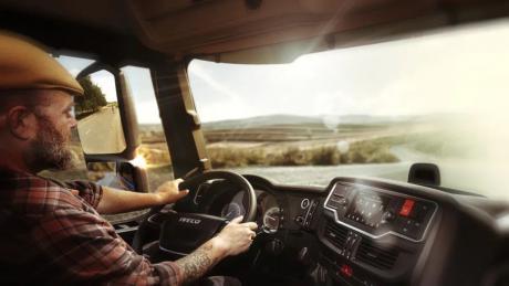 Stemmestyret førerassistent til lastbilchauffører