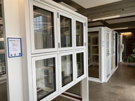 Flytter ubemandet vindues-showroom til større lokaler