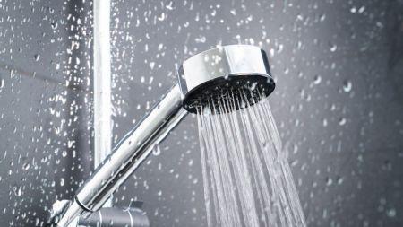 I 40.000 boliger bader man stadig over håndvasken